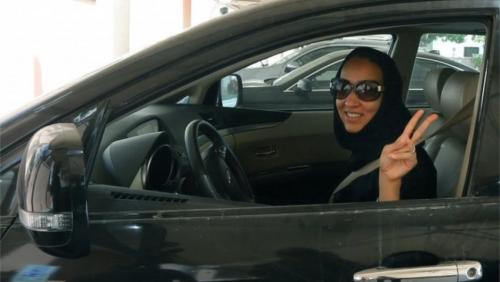 بعد مرور عام من رفع الحظر عن قيادة المرأة في السعودية... ماذا تغير؟