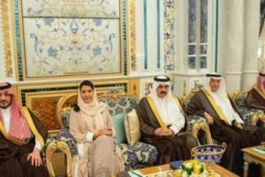 سفيرة السعودية في امريكا تثير مواقع التواصل الاجتماعي في حضرة الملك سلمان .. صورة