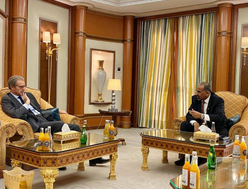 اللواء عيدروس الزُبيدي يستقبل السفير الفرنسي لدى اليمن