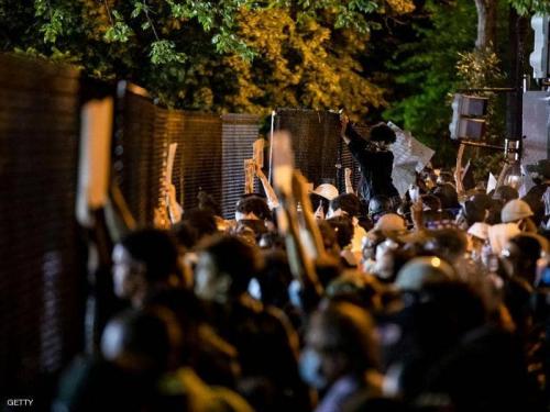 إطلاق نار على شرطي بنيويورك.. والمحتجون يعودون للبيت الأبيض