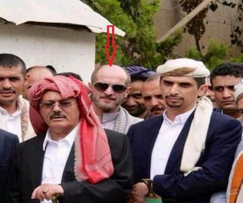 شاهد:   الحارس الشخصي علي عبدالله صالح ينشر اول صورة له بعد حادث تفجير دار الرئاسة