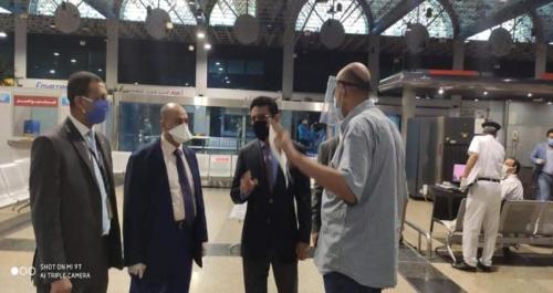 عالقون في مصر يشكون معاناة فوق معاناتهم بسبب فحص PCR