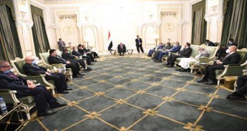كواليس اجتماع عادي بقادة الدولة والاحزاب .. سجال بين هادي وتيار قطر داخل الشرعية !