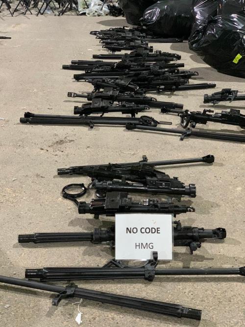 شاهد.. صور الأسلحة الإيرانية الضخمة التي كانت في طريقها إلى الحوثيين