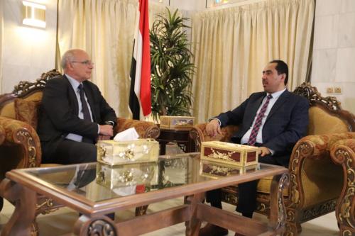 الوزير نايف البكري يناقش مع السفير مايكل آرون الجهود البريطانية لتنفيذ اتفاق الرياض