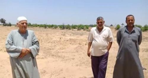 فلاح يعثر على كنز بـ 100 مليون فى أرض زراعية ..وهذا ما قام به !