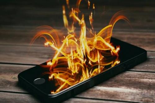 5 نصائح يجب اتباعها لتجنب انفجار بطارية الهاتف الذكي