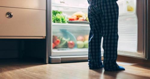 خبيرة تغذية تكشف عن سبب نوبات الجوع في الليل