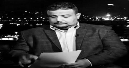 مسؤول حكومي يوزع بلاغا للسلطات في عدن