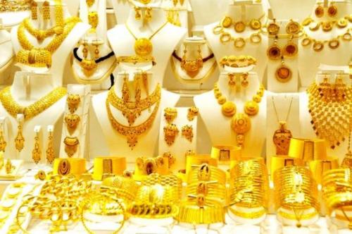 انخفاض أسعار الذهب في صنعاء مقابل استقراره في عدن صباح اليوم الثلاثاء