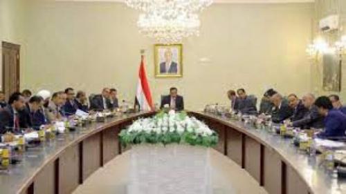 حكومة هادي تعاقب خمس شركات ورجال اعمال يدعمون الحوثي .. وتصفهم بالارهابيين