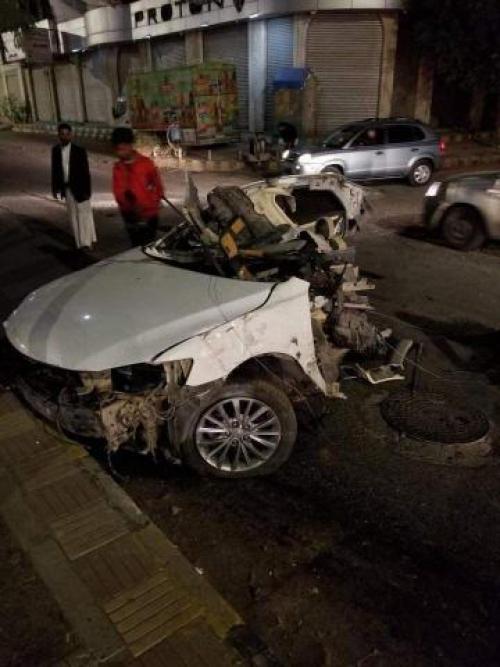 شاهد.. حادث مروع ومخيف في صنعاء يقسم سيارة إلى نصفين