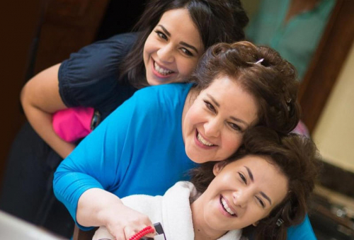 إيمي سمير غانم تثير قلق جمهورها: أمي تعبانة ادعو لها كثير