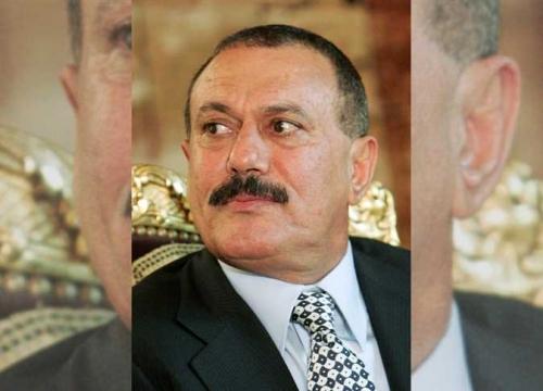 مسؤول كبير بالشرعية يحذر الحوثيين من «الصواعق» بمنزل الرئيس السابق «صالح»!
