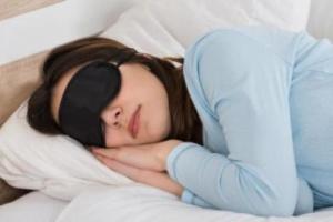 طريقة مذهلة وللأول مرة تتعرف عليها تجعلك تنام في غضون 10 ثوان
