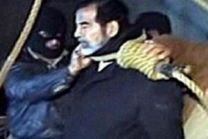 """شاهد ظهور شبيه """"صدام حسين"""" طبق الأصل في هذه الدولة .. وهكذا كان مصيره الإعدام.. (فيديو صادم)"""