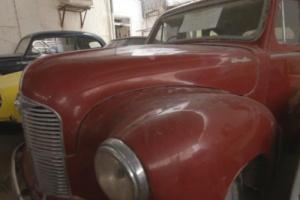 مواطن يمني يمتلك 60 سيارة كلاسيكية ويرفض بيعها أو التفريط بها .. صورة