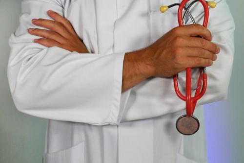 ادفعي زوجك لزيارة طبيب المسالك البولية في سن مبكرة