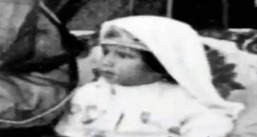 فيديو نادر للملك السعودي سلمان بن عبدالعزيز قبل 82 سنة .. كم كان عمره ؟!