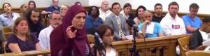 بالفيديو: أم سورية خالفت السرعة المحددة.. فطلب القاضي الأمريكي من طفلتها ترجمة ما تقوله والحكم عليها