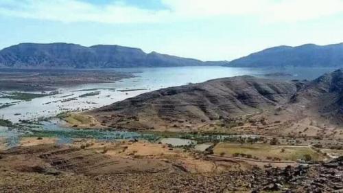 شاهد مقاطع مهيبة لسيول سد مأرب التي تتدفق كالجبال على وادي عبيدة لأول مرة في تاريخ السد