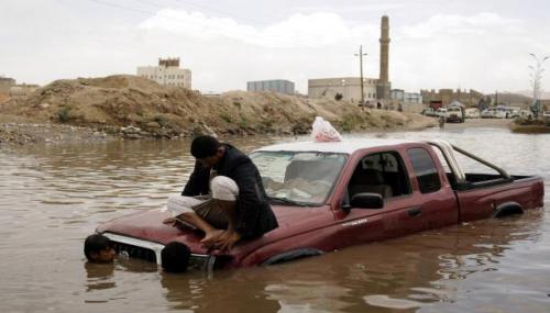 فلكي يمني يحذر من التنقل بين المدن جراء الامطار الغزيرة والانهيارات الصخرية