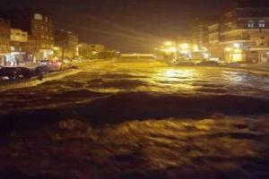 صنعاء تغرق مع أحيائها في طوفان مخيف من السيول.. شاهد بالصور