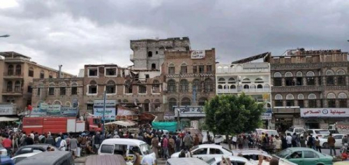 صنعاء.. غضب شعبي يقطع أكبر الشوارع الرئيسية بالمدينة