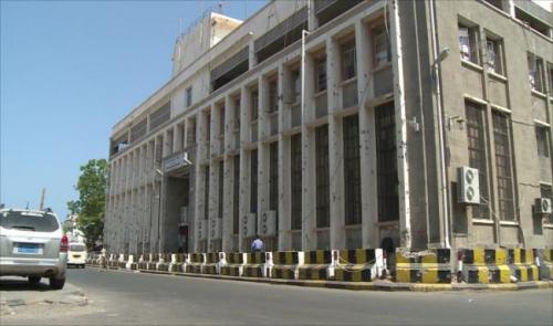 البنك المركزي يستعين بالدولارات السعودية لانقاذ الريال