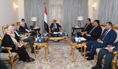 الأحمر يبدأ بممارسة مهام الرئيس هادي رسميا
