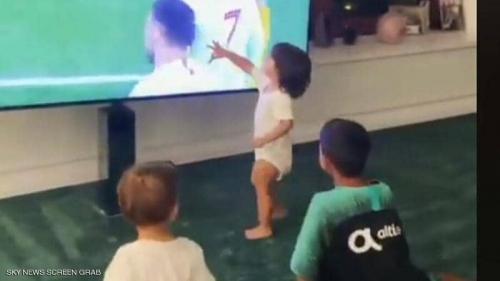 بالفيديو.. هكذا احتفل أطفال رونالدو بأهداف والدهم