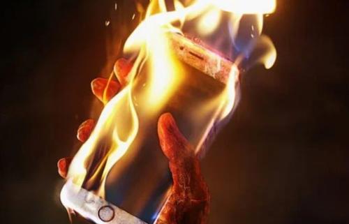 احذرها.. 4 أسباب تؤدي إلى انفجار هاتفك الذكي