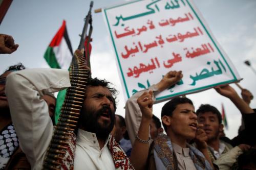 """شاهد ..الحوثيون يقرون """"قائمة الأسعار الجديدة"""" للقمح والدقيق ومختلف أنواع المواد الغذائية في العاصمة صنعاء «صور»"""