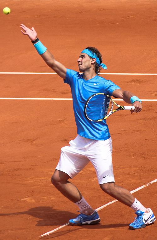 هل تعلم ماذا يتناول لاعبو التنس بين أشواط المباريات؟