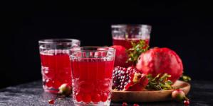 لماذا يعتبر شرب عصير الرمان ضرورياً بعد سن الخمسين للنساء؟