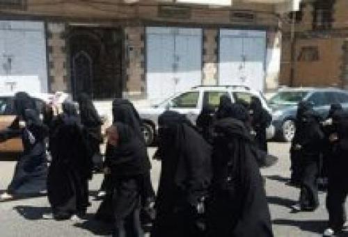 """صنعاء.. مليشيا الحوثي تختطف عشرات النساء بينهن قيادات وناشطات في حزب المؤتمر """"تفاصيل"""
