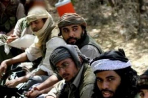 """مدينة يمنية ساحلية تتعرض لتدفق واسع من عناصر """"القاعدة"""" يثير مخاوف المواطنين"""