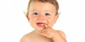 تأثير الحمضيات على الأسنان للرضع.. إليك نصائح للعناية