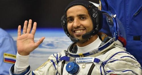 سخرية واسعة من رائد الفضاء الإماراتي هزاع المنصوري بعد نشره هذه الصور ( شاهد )