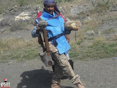 شاهد صورة للسلاح الذي أرعب السكان و تركته المليشيا الحوثية خلفها بالضالع