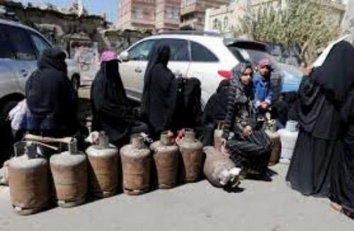جرعة سعرية جديدة في الغاز المنزلي بمناطق المليشيا.. والحوثي يحمل سلطات مأرب