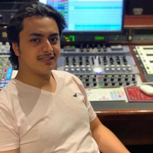 """وفاة نجل عازف يمني شهير بـ""""حادث مروري"""" ومذيعة في الجزيرة تبكيه"""