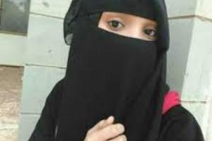 """بوحشية .. الطالبة الصنعانية """"سارة"""" تقتل زميلتها""""سهام"""" التي سربت صورها مع شاب خلف سور المدرسة"""