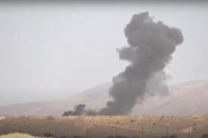 فيديو مروع لفناء العشرات من الحوثيين خلال ثواني بعد ضربة مركزة من مقاتلات التحالف