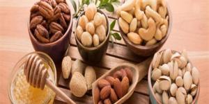 هل الأحماض الدهنية الموجودة في المكسرات تزيد من متوسط العمر؟.. دراسة تُجيب