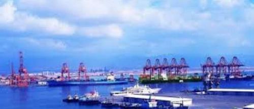 ميناء خليجي يدشن خدمات لوجستية لتسهيل النقل الداخلي مع اليمن
