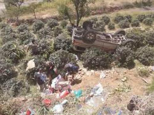 رحلة عروسين يمنيين تتحول إلى مأساة عقب سقوط سيارتهم