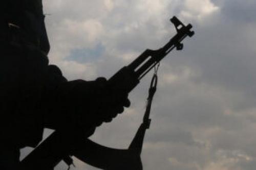 إصابة قيادي حوثي ومقتل مرافقيه خلال اشتباكات مع قبليين في عمران