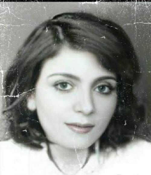 بالصور ..  اليمن يودع شاعرة بارزة ظهرت بجانب صدام حسين .. شاهد