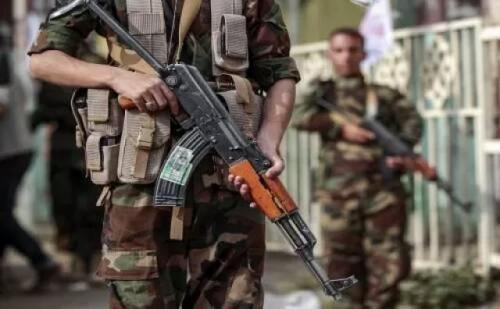 """الحوثي يدخل خط """"الجدل"""" الذي أثارته تصريحات """"قرداحي"""" المسيئة لـ""""التحالف العربي""""..تفاصيل"""